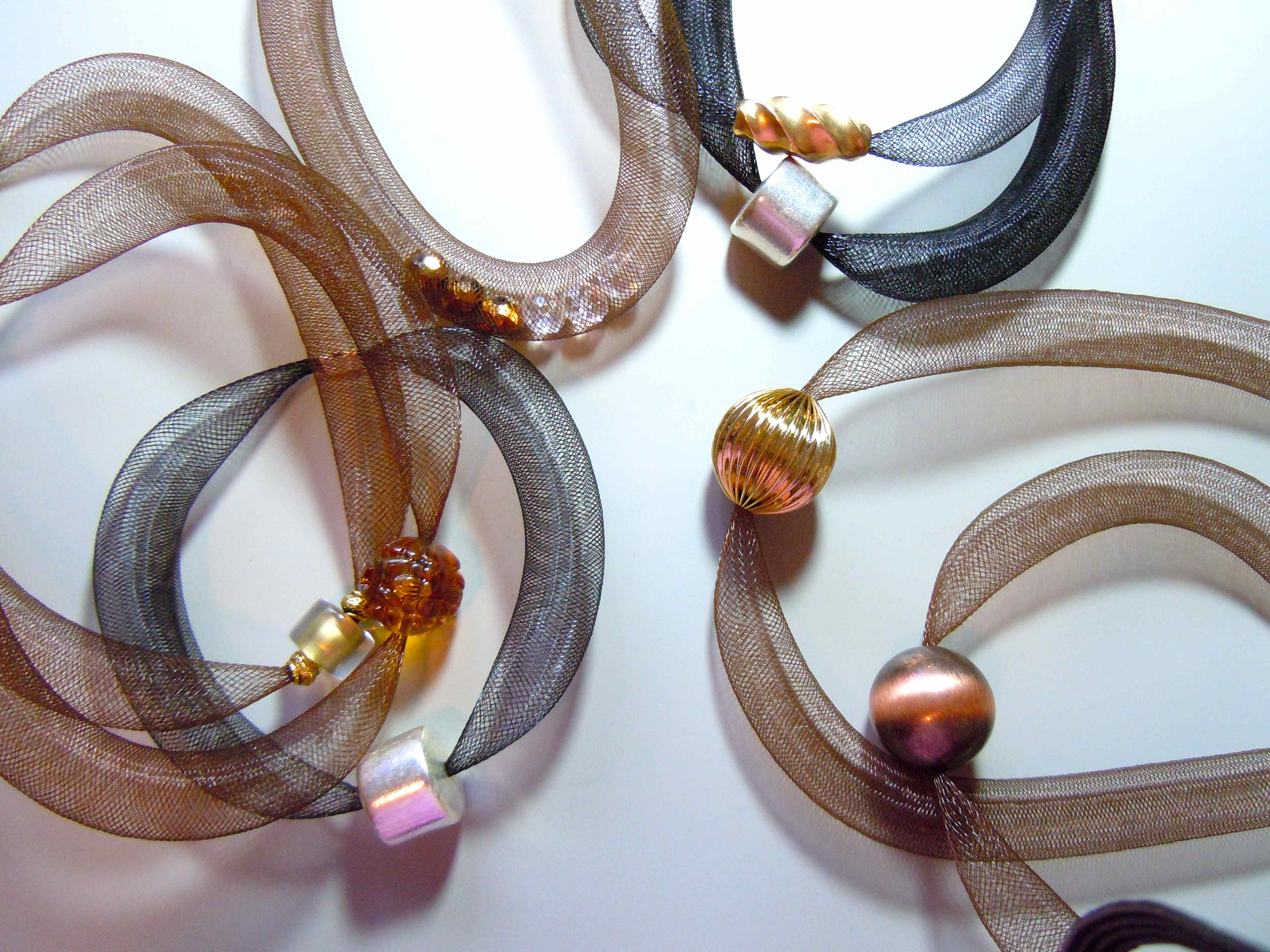 STRETCH ON NECKLACES